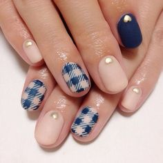 A cozy combination of gingham and matte nail art design. Using a nude color as base coat, stripes are then painted on top of the nails while the other nails are coated on matte with a heart shaped gold detail on top.
