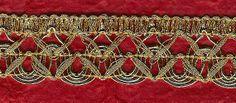 Passamaneria in filo lurex oro con lavorazione a onde e zigzag, confezione da 5 metri € 6,32, nel negozio Manifattura di Breme su Etsy https://www.etsy.com/shop/ManifatturadiBreme