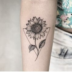 Chic Sunflower Tattoos Ideas That Will Inspire You To Be Colorized To . - Chic Sunflower Tattoos Ideas That Will Inspire You To Be Inked – Stylish Chic Sunflower T - Sunflower Tattoo Small, Sunflower Tattoos, Sunflower Tattoo Design, Sunflower Mandala Tattoo, Sunflower Drawing, Sunflower Flower, Girls With Sleeve Tattoos, Small Girl Tattoos, Trendy Tattoos