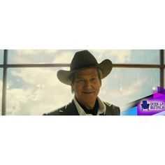 """#Kingsman2 se estrena en septiembre en todo el mundo y aunque todavía no sabemos si podremos verla en #Venezuela nosotros siempre les traemos las noticias más relevantes.  El ganador de un Oscar porCorazón rebeldedará vida al Agent Champagne y es precisamente él quién ha ocupado sus conversaciones con la prensa durante laComic-Con de San Diego. """"Soy el jefe de la organización llamada Statesman es la versión americana de los Kingsman con Channing [Tatum] haciendo de Tequila. Mi nombre es…"""