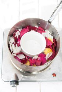 Cosmética natural en casa: cómo hacer agua de lavanda y de rosas - LA NACION Handmade Art, Acai Bowl, Serving Bowls, Beauty Hacks, Remedies, Skin Care, Breakfast, Tableware, Health