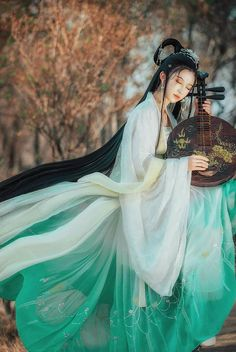 In musical ecstasy Hanfu, Traditional Fashion, Traditional Dresses, Oriental Fashion, Asian Fashion, China Girl, Chinese Clothing, Costume, Looks Vintage