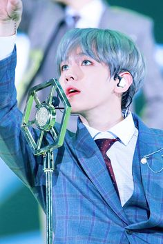 exo baekhyun ;; elyxion in seoul day 1 ; love his new silver hair. this picture is beautiful!! ♡ — #exo #baekhyun → © on the picture.