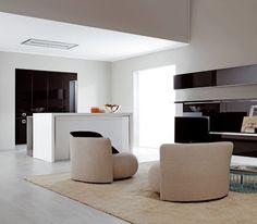 Unione di cucina e living  Met, Metropolitan Future Kitchen, è un mobile flessibile in grado di muoversi, trasformarsi ed adattarsi a nuovi stili di vita e di consumo.