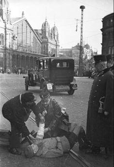 Budapest-Nyugati tér( Berlin tér).Légvédelmi riadó,1939. Budapest Hungary, Berlin, Arch, History, Travel, Longbow, Historia, Viajes, Arches
