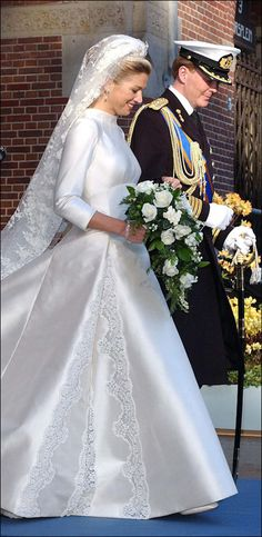 Decimo anniversario di matrimonio per Maxima e Willem Alexander Unusual Wedding Dresses, Royal Wedding Gowns, Royal Weddings, Designer Wedding Dresses, Bridal Gowns, Estilo Real, Princess Marie Of Denmark, Royal Brides, Queen Maxima