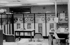 En esta época las computadoras funcionaban con válvulas, usaban tarjetas perforadas para entrar los datos y los programas, utilizaban cilindros magnéticos para almacenar información e instrucciones internas y se utilizaban exclusivamente en el ámbito científico o militar.