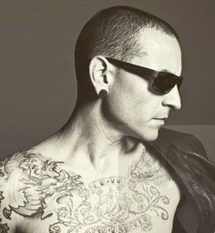 Beautiful Legend Chester Bennington ❤🤘 Your voice will always be home💙🎤🤘 Linking Park, Linkin Park Chester, Chester Bennington, Music Heals, Disney Marvel, Beautiful Soul, Famous People, Lp, Angel
