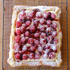 Rustic Raspberry Lemon Cheesecake Tart @keyingredient #cheese #dessert #cheesecake