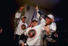 1998 U.S. Women's Hockey Team celebrates their gold medal > Buzzfeed's 64 Superb Vintage Pictures Of The Winter Olympics