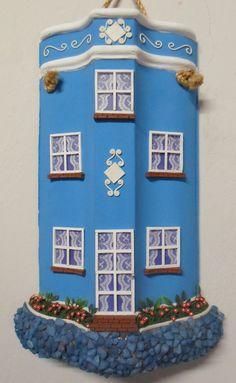 Telha azul- portinhas e janelinhas feitas com palitos de fósforo - by Arte em telhas artesanatos