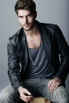 Wow - what's not to like about Nick Bateman in leather. Nick Bateman, Traje Casual, Mode Man, Leather Jacket Outfits, Leather Blazer, Leather Jackets, Model Foto, Mein Style, Herren Outfit