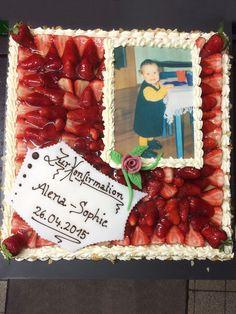 Feine Konfirmations-Torte aus Obst mit süßem Kinderbild.