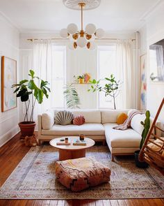 Colorful Bohemian Modern Brooklyn Apartment + How To Get The Look bohemian living room decor Colorful Bohemian Modern Brooklyn Apartment + How To Get The Look — Living Room Mirrors, Rugs In Living Room, Home And Living, Modern Living, Wall Mirrors, Colorful Living Rooms, Living Room With Plants, Bright Living Room Decor, Retro Living Rooms