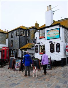 """The Sloop Inn is a classic old fishermen's boozer in St Ives, Cornwall, England. It is on the wharf and it is best known as one of the oldest inns in Cornwall. The 14th century public house is dated to """"circa 1312"""". Photo: flickr.com"""