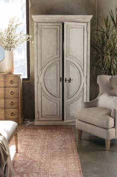 "88"" Distressed Traditional Wardrobe in White 