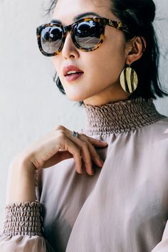 5 Trends in 1 Look - The Chriselle Factor Sunglasses Women Designer, Fashion Beauty, Womens Fashion, Thing 1, Street Chic, Fashion Earrings, Sunglasses Accessories, Spring Summer Fashion, Boho Chic