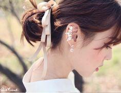 [Kitsch Island] Tiara Crystal Ear Cuff