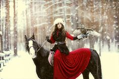 Woman on a horse hol