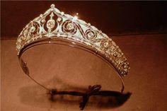 Mellerio tiara, 1911, at an exhibition, a beautiful, delicate kokoshnic, with open-work diamond panels, and scrolls work round circular diamonds.