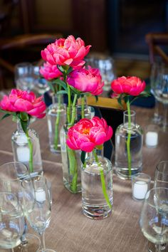 Floral Wedding Centerpieces Planning and Tips - Love It All Peonies Centerpiece, Wedding Table Centerpieces, Floral Centerpieces, Floral Arrangements, Magenta Wedding, Floral Wedding, Wedding Bouquets, Wedding Flowers, Chic Wedding
