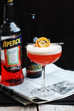 13 aperol cocktails recipes for spring and summer. Aperol is a citrus-based aperitif with a low-alcohol content, like Campari but sweeter in taste. The light, crisp flavors are perfect warm weather alcoholic cocktails. For more recipes go to Domino. Beer Cocktail Recipes, Cocktail Garnish, Champagne Cocktail, Cocktail Drinks, Drinks Med Gin, Cocktail Night, Cocktail Desserts, Pink Drinks, Aperol Drinks