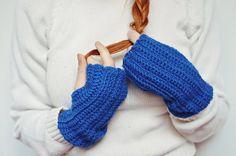 Hand warmers in blue / Hand Crocheted von Plexida auf DaWanda.com