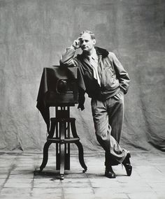Irving Penn, self-portrait http://theredlist.fr/wiki-2-24-525-1451-view-self-portrait-profile-self-portrait.html#photo
