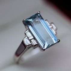 Amazing modern Emerald cut Aquamarine and Diamond Cocktail Dinner ring, set in 18ct white gold.