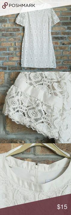 Liz Claiborne wedding dress Bought on posh. Wore for my wedding and passing it on Liz Claiborne Dresses Wedding