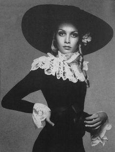 1967, Twiggy, Vogue by Richard Avedon