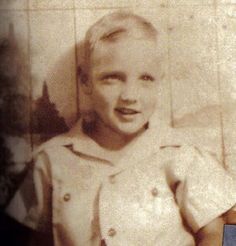 Image from http://www.oldiesmusicblog.com/wp-content/uploads/elvis-child.jpg.