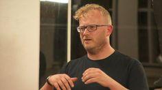 Vincent van Bruggen was één van de sprekers op Inspiratiepodium #27 van het Inspiratiehuis Arnhem, 17 september 2015. Muziek van Maame Joses. © 2015, Flinq Creative Video