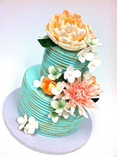 I like the different sized flowers cascading down the cake
