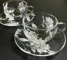 Beautifully tea cup and saucer Vintage Tea, Mug Cup, Cup And Saucer, Tea Time, Dinnerware, Tea Party, Coffee Cups, Mugs, Decoration