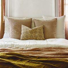 Best Bedding Sets For Couples Best Bedding Sets, Bedding Sets Online, Velvet Duvet, Matching Bedding And Curtains, Black Bed Linen, Kids Blankets, Bed Linen Design, Linen Bedding, Bed Linens