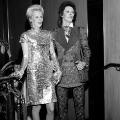 David & Angie Bowie looking mighty, mighty glam Angie Bowie, David Bowie Born, Bowie Heroes, David Bowie Pictures, Ziggy Played Guitar, Most Stylish Men, The Thin White Duke, Ziggy Stardust, Glam Rock