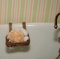 DIY  soap dish. Site has lots of cute tutorials and printables