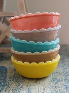 Love these bowls! Unfortunately they're Agee (Australian) Pyrex, and harder to find in the U.S.