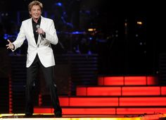 Exclusive: Barry Manilow Returns To Stage After Hip Surgery! Click here for video footage.