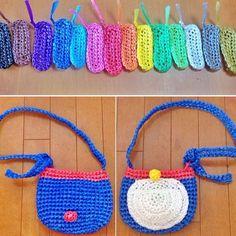 . ドラバック . 青の部分は何色でもいいですよ〜 ピンクとか水色とかカワイイかも♪ . #ハンドメイド  #スズランテープ  #かぎ針編み  #かごバック  #ドラえもん