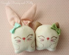 DIY Kawaii Embroidered Plush Bunny and Cat This is a beginner embroidery project with a template to help guide your stitching. The finished felt bunny is tall, and the kitty is tall. Find the DIY Kawaii Embroidered Plush Dolls from Gingermelon. Felt Crafts, Easter Crafts, Fabric Crafts, Felt Diy, Sewing Toys, Sewing Crafts, Sewing Projects, Felt Bunny, Bunny Plush