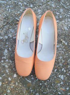 586775cc2dfa Vintage Orange Sherbert Silk Pumps 5.5 M by hipandvintage on Etsy Orange  Fabric