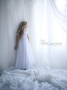 fotografia de comunión, Neus Vendrell fotografia Children Photography, Portrait Photography, Poses, First Communion, Beautiful Children, Kids Outfits, Flower Girl Dresses, Black And White, Wedding Dresses