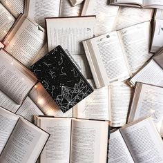 Good Books, Books To Read, Coffee And Books, Book Aesthetic, Library Books, Book Photography, Book Nerd, Bibliophile, Illustrations