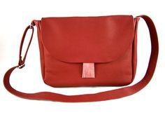 leather bag messenger bag shoulder bag red handbag by Torebeczkowo #redbag #leatherbag #messengerbag