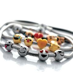La collezione di compone di 17 charms in argento 925, che raccontano le tue emozioni. #emoticons #indossaletueemozioni #argento925