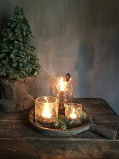 Home Decoration Tips for Decorators on the Budget Christmas Tree Themes, Christmas Tree Decorations, Table Decorations, Holiday Decor, Rustic Christmas, Vintage Christmas, Candle Lanterns, Candles, Christmas Staircase