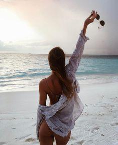 Image about girl in Inspiring 〰 by Türkünaz Gürsoy Beach Photography Poses, Beach Poses, Beach Shoot, Summer Photography, Photography Photos, Beach Girls, Beach Babe, Summer Beach, Summer Vibes