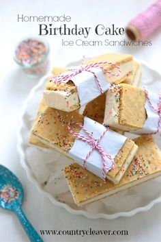 great display/wrapped Homemade Birthday Cake Ice Cream Sandwiches - They taste like your favorite Funfetti Birthday Cake when you were a kid! Ice Cream Treats, Ice Cream Desserts, Köstliche Desserts, Frozen Desserts, Summer Desserts, Ice Cream Recipes, Frozen Treats, Dessert Recipes, Strawberry Desserts